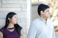 年轻愉快的印地安夫妇 免版税库存图片