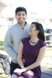 年轻愉快的印地安夫妇 库存照片