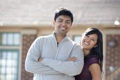 年轻愉快的印地安夫妇 库存图片