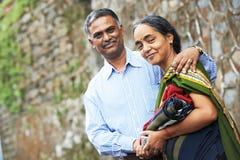 愉快的印第安成人人夫妇 免版税库存照片