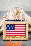 愉快的哥伦布日文本 美国假日的概念 美国的发现者 假日状态 免版税图库摄影