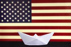 愉快的哥伦布日,了不起的国民美国假日 庆祝在第二星期一在10月 在被弄脏的阿梅尔的白皮书小船 免版税图库摄影