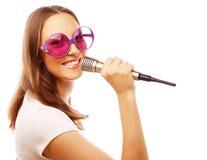 愉快的唱歌的女孩 库存照片