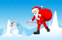 愉快的圣诞老人带来礼物袋子有冬天背景 免版税图库摄影
