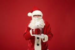 愉快的圣诞老人画象有一个巨大的大袋的 库存照片