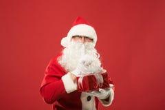 愉快的圣诞老人画象有一个巨大的大袋的 免版税图库摄影