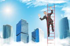 愉快的在天空的商人上升的梯子 免版税库存图片