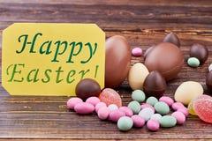 愉快的复活节卡片,五颜六色的甜点 免版税库存图片