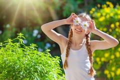 愉快的夏天孩子或孩子 免版税库存图片
