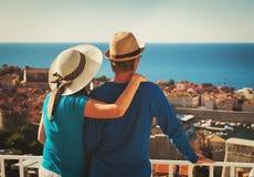 愉快的夫妇在度假在杜布罗夫尼克,克罗地亚 免版税库存图片