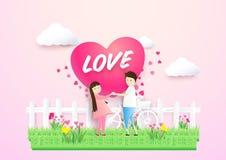 愉快的夫妇在爱心脏在与逗人喜爱的花的一个领域塑造 免版税图库摄影