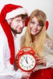 愉快的夫妇妇女和人有闹钟的 免版税库存图片