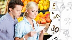 愉快的夫妇手表商店提议 免版税图库摄影