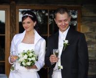 愉快的夫妇最近婚姻 免版税库存图片
