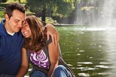 愉快的夫妇爱 免版税图库摄影
