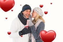 愉快的夫妇的综合图象在冬天塑造拿着杯子 库存照片
