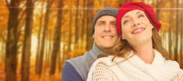 愉快的夫妇的综合图象在温暖的衣物的 免版税库存图片