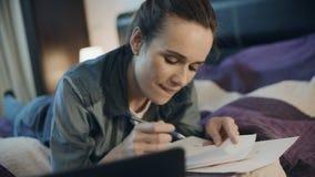 愉快的女商人在家与纸一起使用 企业主财务审计 影视素材