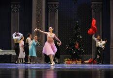 愉快的女孩克拉拉这芭蕾胡桃钳 库存图片