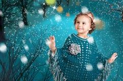愉快的女孩在一个冬天 免版税库存照片