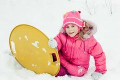 愉快的女孩在冬天户外。 免版税库存照片