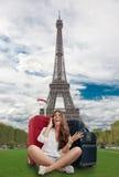 愉快的女孩在巴黎 免版税库存照片