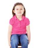 愉快的女孩坐凳子 免版税库存图片