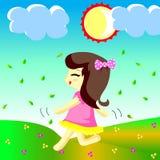 愉快的女孩奔跑在庭院里 图库摄影