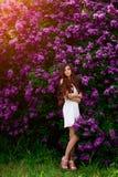愉快的女孩画象有花的 库存图片