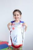 愉快的女孩,有白色设计的孩子装饰了女衬衫 库存照片