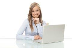 愉快的女实业家在工作 免版税库存图片