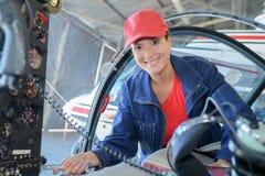 愉快的女性固定的部分喷气式飞机 免版税库存图片
