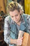 愉快的女性女工匠在车间 免版税库存图片