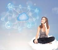 愉快的妇女坐与云彩计算的云彩 图库摄影