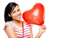 愉快的妇女红色心形的气球浪漫史 免版税库存图片