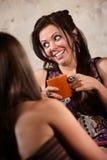 愉快的妇女联系与朋友 免版税库存照片