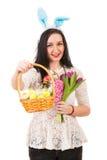 愉快的妇女给复活节篮子 图库摄影