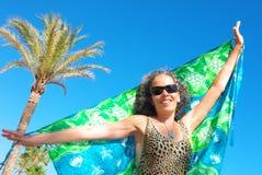 愉快的妇女51海滩假日Pareo 图库摄影