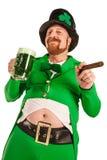 愉快的妖精用绿色啤酒 免版税库存照片