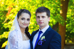 愉快的婚礼夫妇纵向 免版税库存图片
