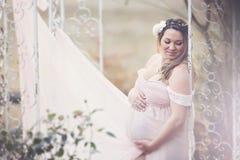 愉快的孕妇 免版税图库摄影