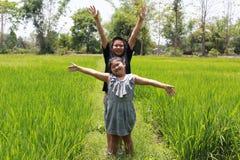 愉快的孩子在乡下泰国 免版税库存图片
