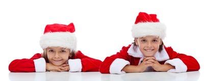 愉快的孩子在-被隔绝的圣诞老人成套装备 免版税库存图片