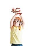 愉快的孩子男孩飞行员和使用与木 库存照片
