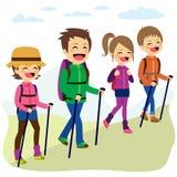 愉快的家庭上升的山 免版税图库摄影