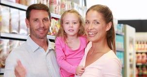 愉快的家庭在超级市场 股票录像