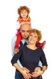 愉快的家庭扛在肩上 库存照片