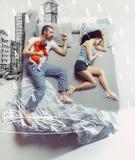 愉快的家庭顶视图有一个婴儿的卧室和他们的梦想的 免版税图库摄影