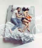 愉快的家庭顶视图有一个婴儿的卧室和他们的梦想的 库存图片