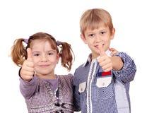 愉快的小女孩和男孩 免版税图库摄影